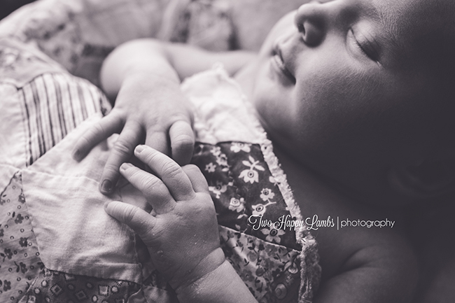 2016-03-12-arroyo-grande-newborn-photographer-infant-professional-prop-box-quilt-hands-natural-baby-california_2